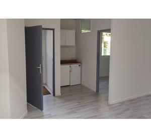 LOCATION COURTINE BUREAUX Rez de chaussée 45 m² avec accès extérieur indépendant